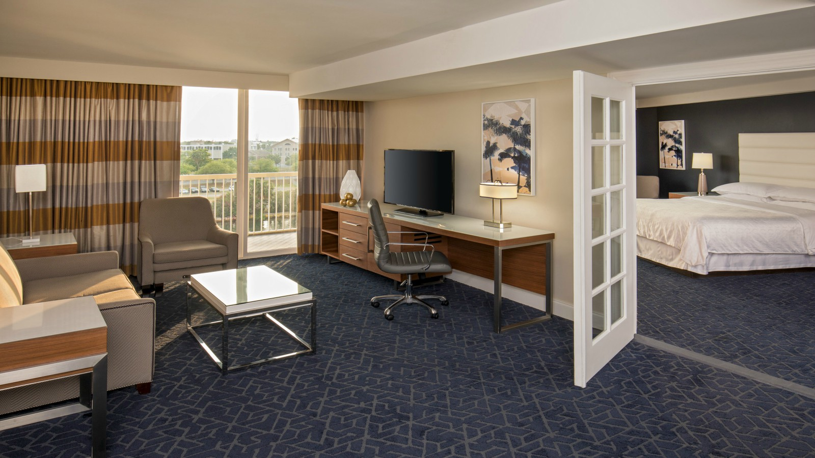 Riverview Suite Guestroom